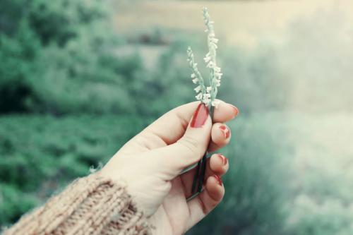 一句话治愈系说说大全,喜欢就是心里放弃了一千次再奋不顾身一万次
