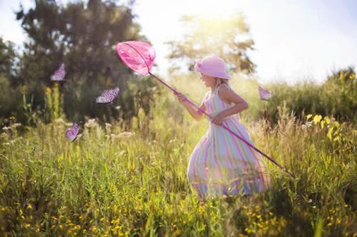 别嫌弃一直陪你的人,别陪一直嫌弃你的人;关于人生感悟的治愈系说说