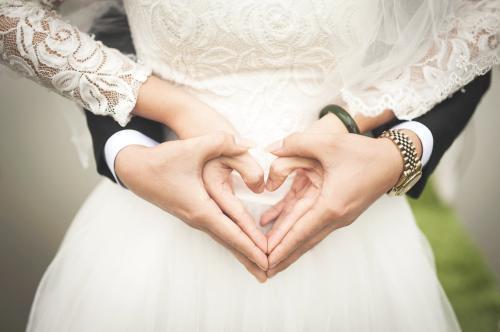 再深情也比不过一见钟情,多用心也抵不过一见倾心;打动人心的爱情伤感说说