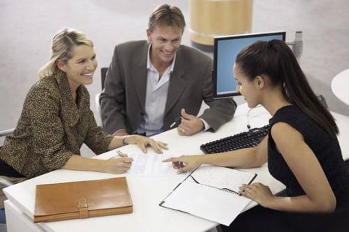 社交沟通技巧:善听者比善言者更能打动人