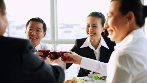 人际交往要点:应酬有度,酒桌礼仪要知晓