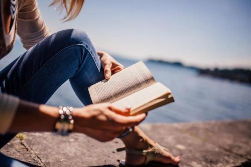 鼓励别人多读书的句子80句
