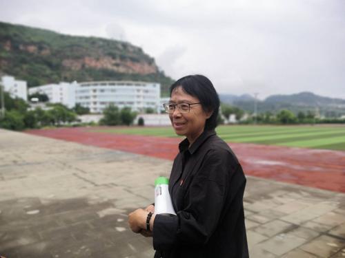 乡村教师张桂梅控诉:我用命培养你成大学生,不是让你做全职太太